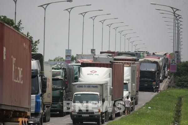 Đề nghị bố trí cảnh sát giao thông dẫn đoàn tại chốt kiểm soát dịch ở Hà Nội