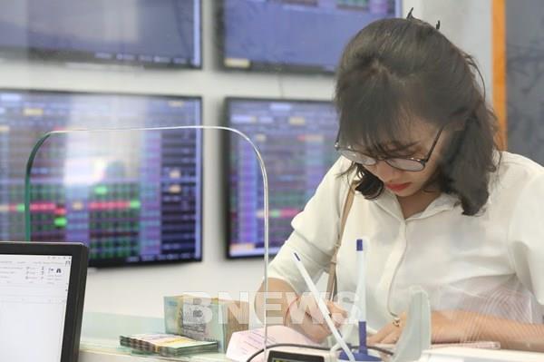 Rủi ro từ việc lấy cổ phiếu đảm bảo cho trái phiếu