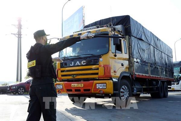 """Hà Nội: Phát hiện xe ô tô tải dán mã QR Code """"luồng xanh"""" giả"""