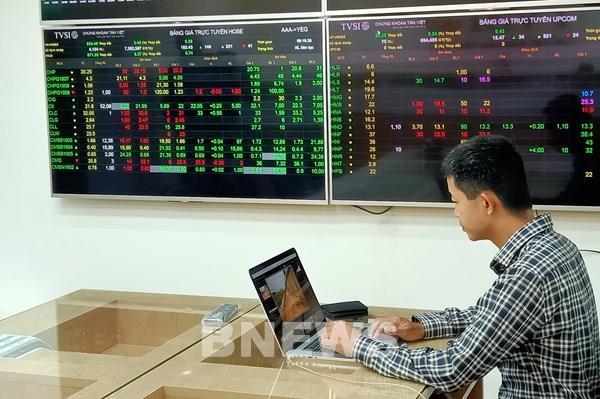 Dòng tiền trở lại giúp VN- Index tăng chạm mốc 1.290 điểm