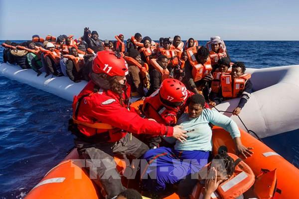Kỷ lục số người vượt biển Manche sang Anh trong một ngày