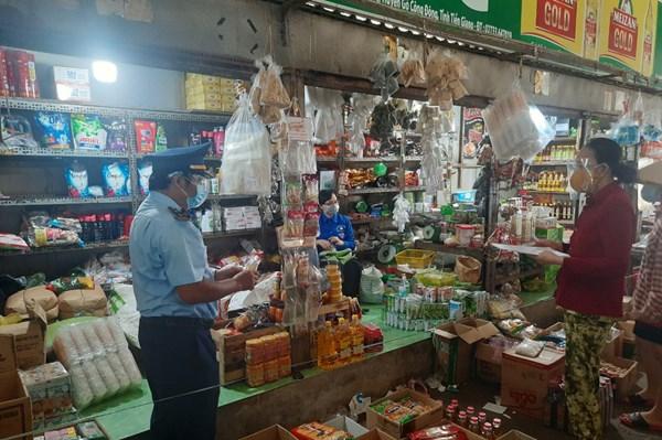 Lập biên bản vi phạm trường hợp kinh doanh thịt lợn không có dấu kiểm soát