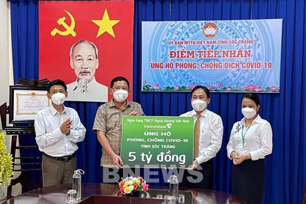 Vietcombank tài trợ 5 tỷ đồng hỗ trợ Sóc Trăng phòng, chống dịch COVID-19