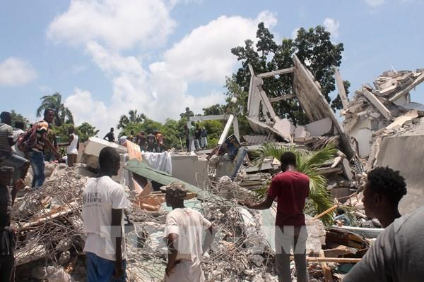 Gần 1.300 người bị thiệt mạng trong trận động đất mạnh tại Haiti