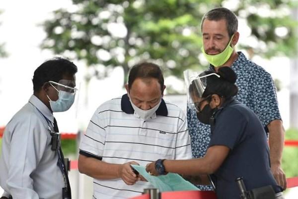 Một công dân Anh không đeo khẩu trang và gây rối bị trục xuất khỏi Singapore