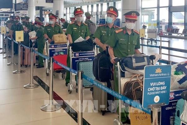 Lực lượng Công an vào TP.HCM và các tỉnh phía Nam tăng cường ngăn chặn dịch