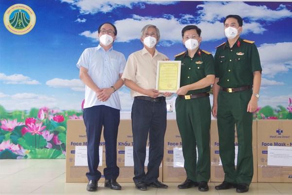 Thêm 5.000 khẩu trang N95 gửi đến các chiến sĩ, nhân viên quân y tuyến đầu chống dịch