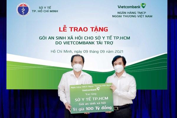 Vietcombank trao tặng gói an sinh xã hội 100 tỷ đồng cho Sở Y tế Tp. Hồ Chí Minh