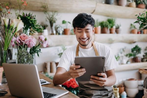 Gia tăng mua sắm trực tuyến để thích nghi với dịch COVID-19