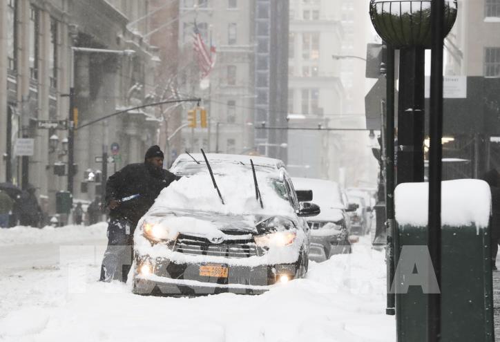 Nước Mỹ tiếp tục lạnh tê tái sau bão tuyết - hình 0