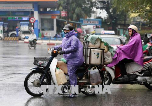 Người dân lao động ở Hà Nội chống chọi với giá rét - hình 2