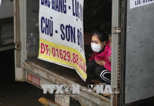 Người dân lao động ở Hà Nội chống chọi với giá rét - hình 6