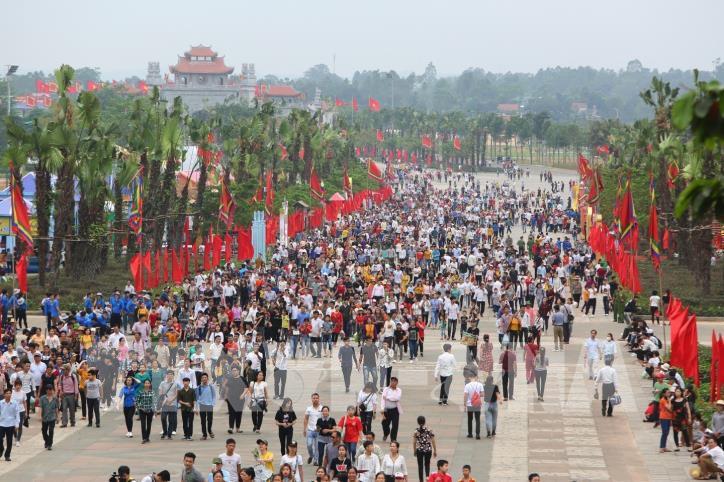 Người dân cả nước về dâng hương tưởng niệm các vua Hùng - hình 0