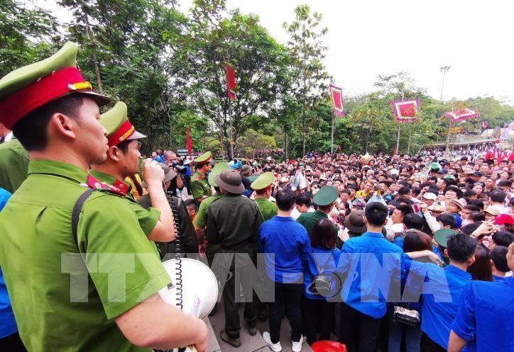 Người dân cả nước về dâng hương tưởng niệm các vua Hùng - hình 6