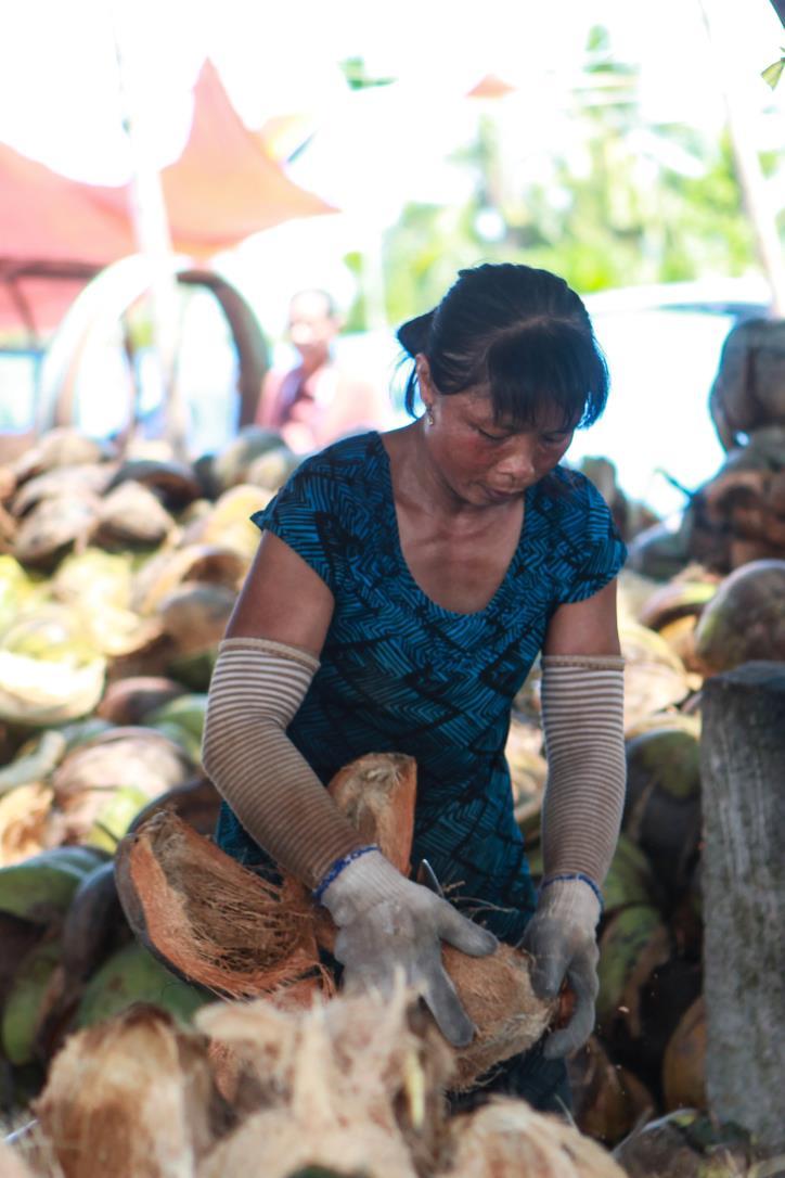 """Nghề dệt thảm xơ dừa trên quê hương """"Đồng Khởi"""" - hình 1"""