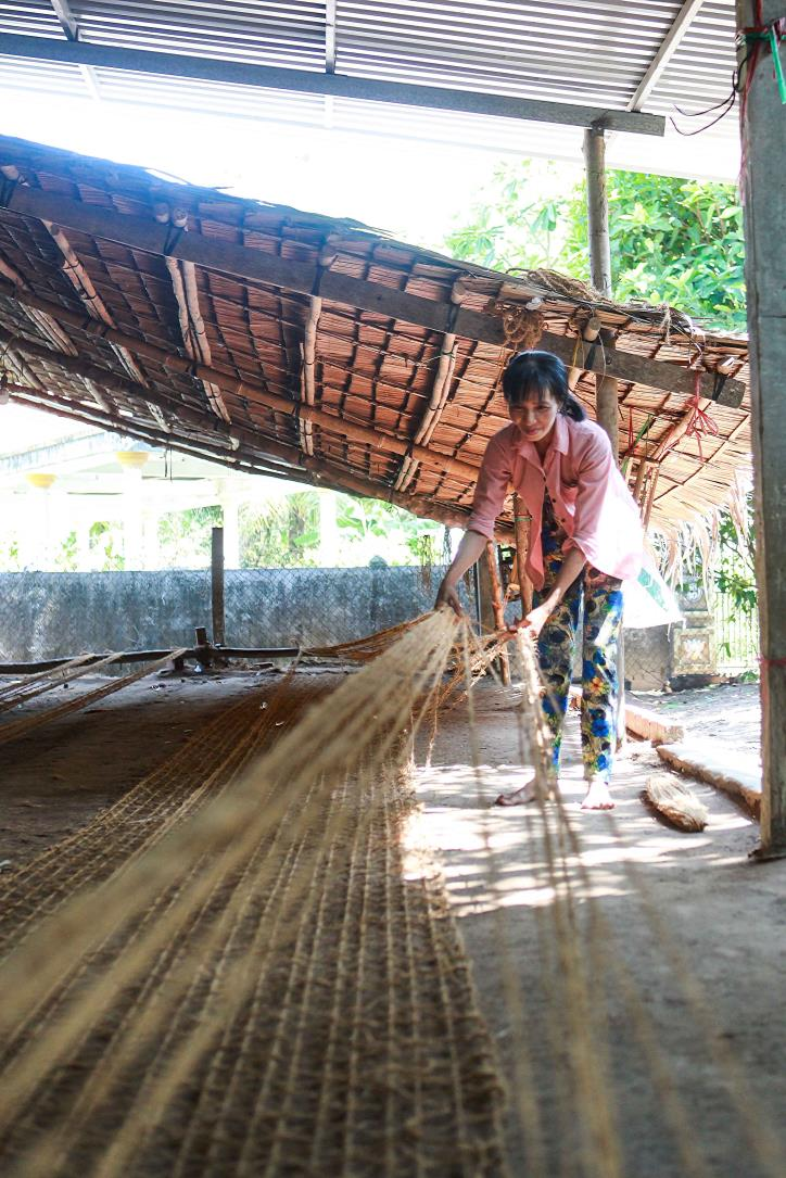 """Nghề dệt thảm xơ dừa trên quê hương """"Đồng Khởi"""" - hình 8"""