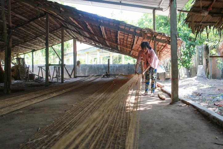 """Nghề dệt thảm xơ dừa trên quê hương """"Đồng Khởi"""" - hình 10"""