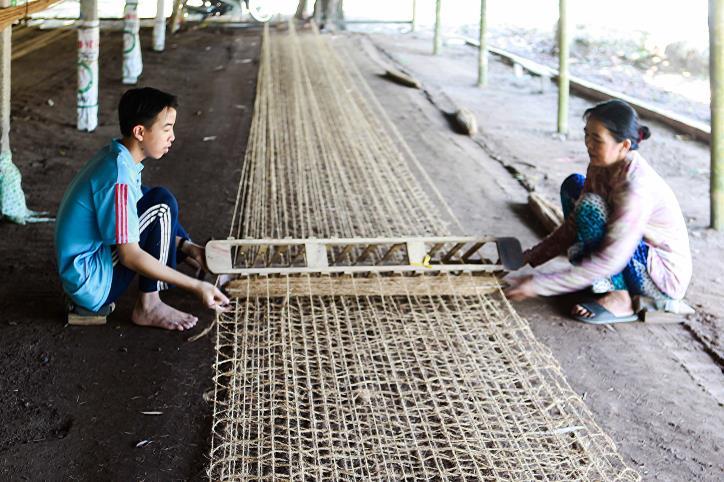 """Nghề dệt thảm xơ dừa trên quê hương """"Đồng Khởi"""" - hình 14"""