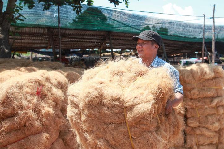 """Nghề dệt thảm xơ dừa trên quê hương """"Đồng Khởi"""" - hình 16"""