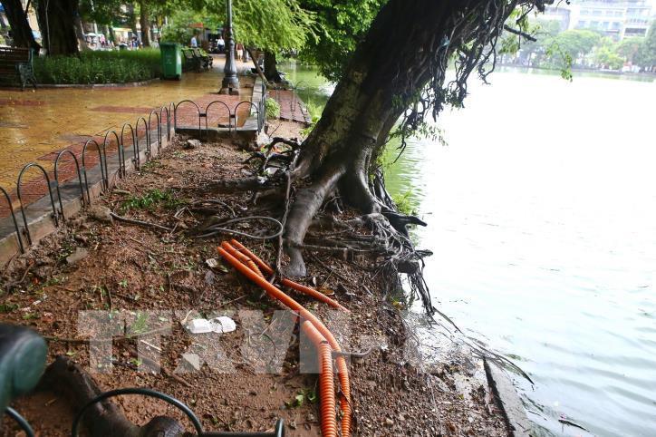 Bờ kè hồ Hoàn Kiếm bị sụt lún nghiêm trọng - hình 3