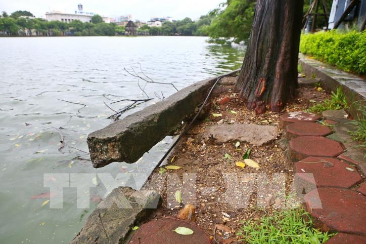 Bờ kè hồ Hoàn Kiếm bị sụt lún nghiêm trọng - hình 6