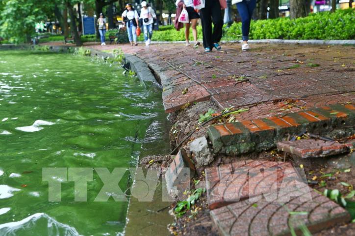 Bờ kè hồ Hoàn Kiếm bị sụt lún nghiêm trọng - hình 8