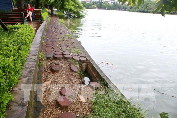 Bờ kè hồ Hoàn Kiếm bị sụt lún nghiêm trọng - hình 10