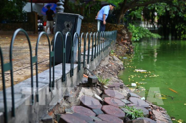 Bờ kè hồ Hoàn Kiếm bị sụt lún nghiêm trọng - hình 11