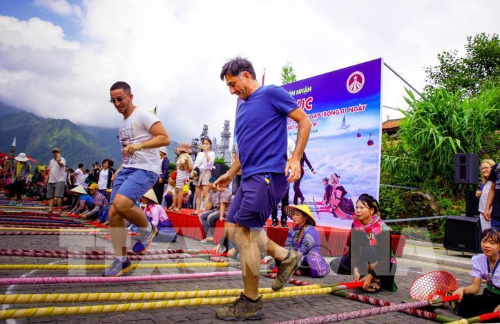Hơn 6.000 người tham gia đã xác lập kỷ lục nhảy sạp tại Fansipan - hình 0