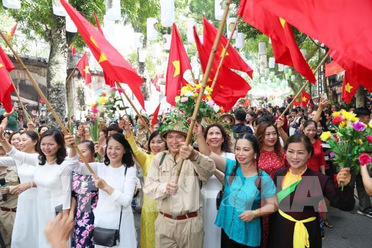 """Kỷ niệm 65 năm Ngày Giải phóng Thủ đô: Chương trình """"Ký ức Hà Nội - 65 năm"""" - hình 1"""