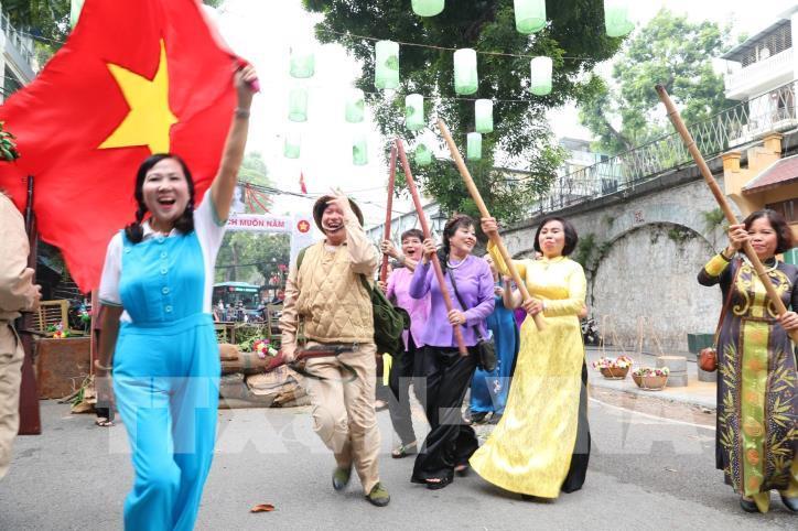 """Kỷ niệm 65 năm Ngày Giải phóng Thủ đô: Chương trình """"Ký ức Hà Nội - 65 năm"""" - hình 4"""