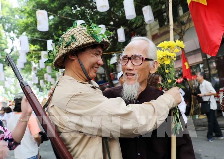 """Kỷ niệm 65 năm Ngày Giải phóng Thủ đô: Chương trình """"Ký ức Hà Nội - 65 năm"""" - hình 10"""