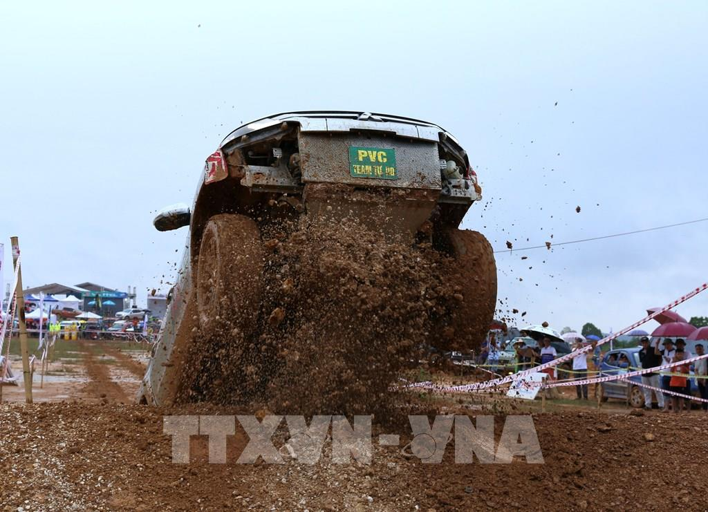Những hình ảnh ấn tượng tại giải đua xe ô tô Địa hình Việt Nam 2020