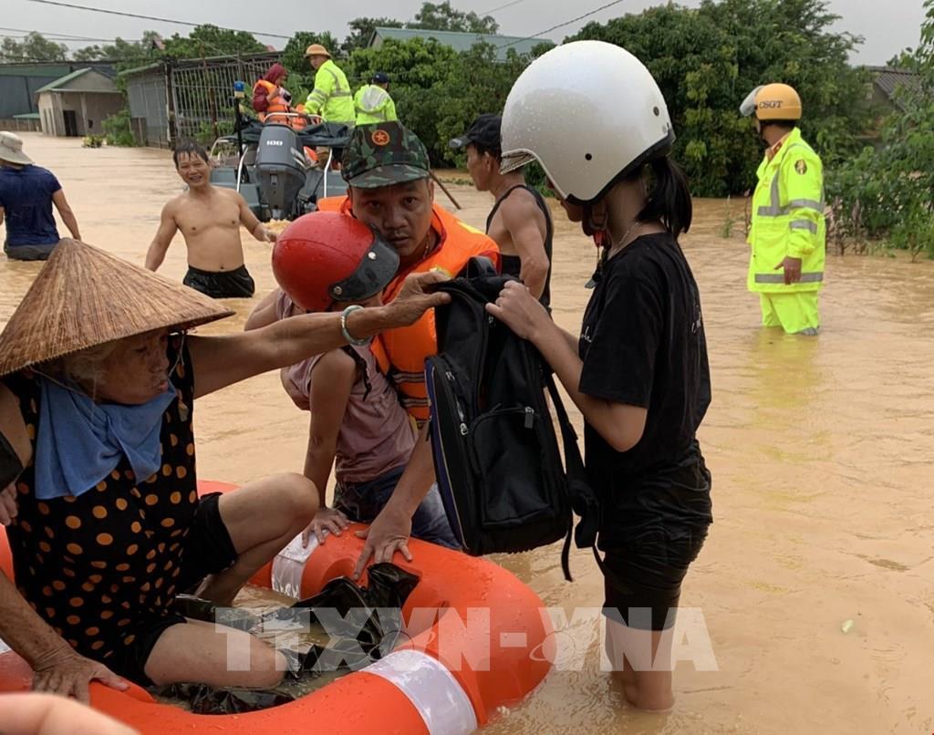 Quảng Trị: Mưa lớn gây ngập lụt trên diện rộng, 1 người chết 7 người mất tích