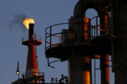Giá dầu tại thị trường châu Á tăng gần 2%