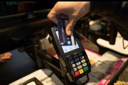 Chấn chỉnh việc sử dụng thẻ tín dụng để giao dịch khống