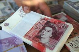Đồng bảng Anh hướng tới mức thấp nhất kể từ đầu tháng Bảy so với đồng USD