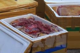 Thu giữ hơn 2 tấn thịt động vật bẩn trên đường đi tiêu thụ