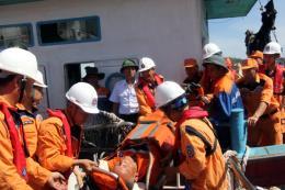 Cứu nạn thành công tàu cá cùng 17 ngư dân gặp nạn trên biển