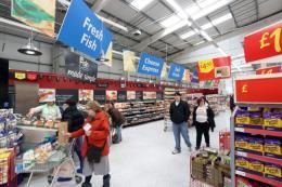 Lòng tin tiêu dùng tại Anh giảm mạnh sau cuộc bầu cử sớm