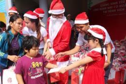 Trao yêu thương cho em nhỏ Bệnh viện Nhi Đồng 1 trong dịp lễ Giáng sinh