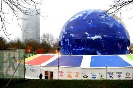Le Monde bàn về đề xuất tài trợ cho quá trình chuyển đổi năng lượng