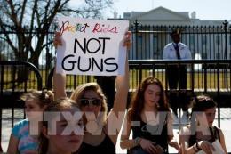 Học sinh Mỹ biểu tình phản đối bạo lực súng đạn