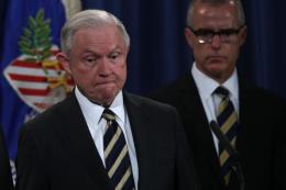 Mỹ sa thải nhân vật số 2 của FBI