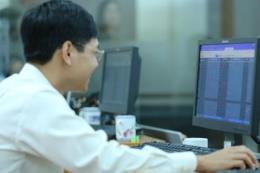 Chứng khoán ngày 17/4: Nhà đầu tư nội thận trọng, khối ngoại bán ròng mạnh
