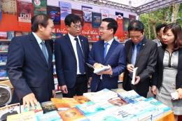 Lần đầu tiên Việt Nam ra mắt sách tóm lược cơ bản về cách mạng 4.0