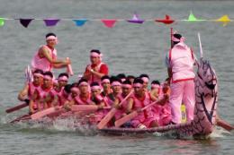 Hội thi bơi Chải - Lễ hội Đền Hùng thu hút đông đảo du khách