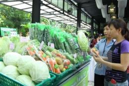 Nắng nóng cao điểm, giá rau quả tăng mạnh