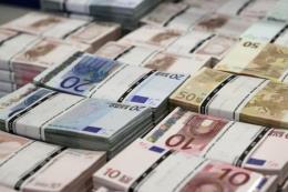"""Đồng euro gần chạm """"đáy"""" của sáu tháng rưỡi do bất ổn chính trị ở Italy"""