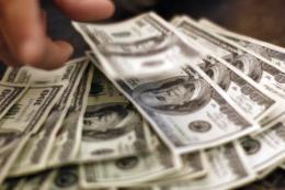 Giá trị tài sản của các hộ gia đình Mỹ lần đầu tiên vượt 100.000 tỷ USD